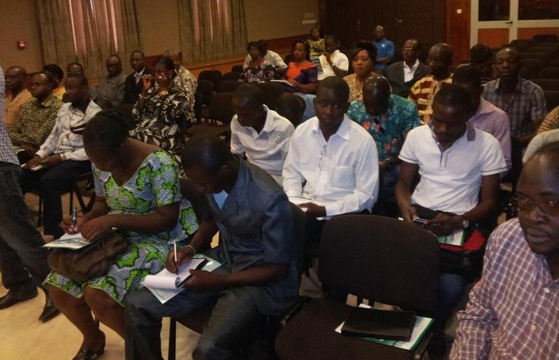 Les journalistes présents vont continuer le club de presse duquel la Chambre de commerce attend beaucoup