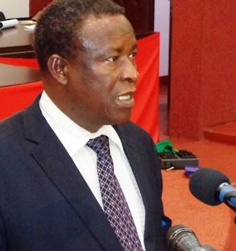 Filiga Michel Sawadogo, ministre en charge des enseignements secondaire et supérieur devant le CNT le 17 avril 2015 © Burkina24