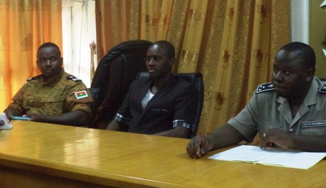 Le Capitaine Modeste Gyengani et le Commissaire Bonswendé Sankara.