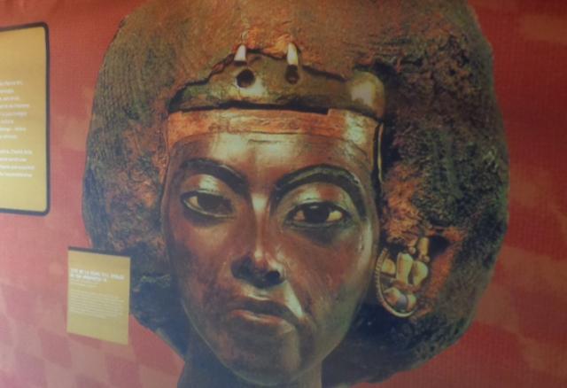 Tête de la Reine Tiyi, épouse du Roi Amenhotep II vers 1386-vers 1349 av.JC, conservé au Neues Museum de Berlin en Allemagne