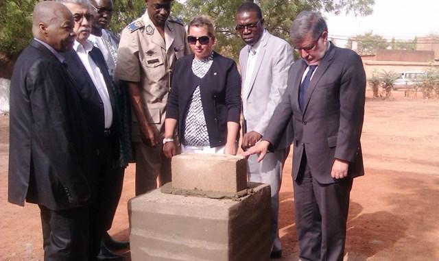 La première pierre de la stèle a été posée à la Cité An II © DR