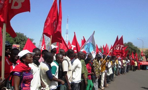 1er mai bobo les travailleurs d crient la situation de for Le divan 05 mai 2015