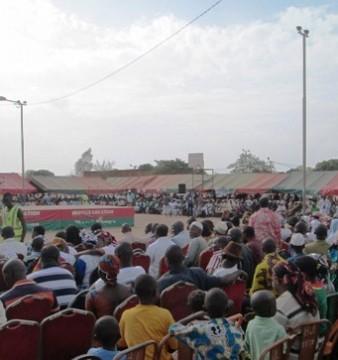 Les militantes et militants lors du meeting au plateau  yéguéré de Bobo-Dioulasso ce 2 mai 2015