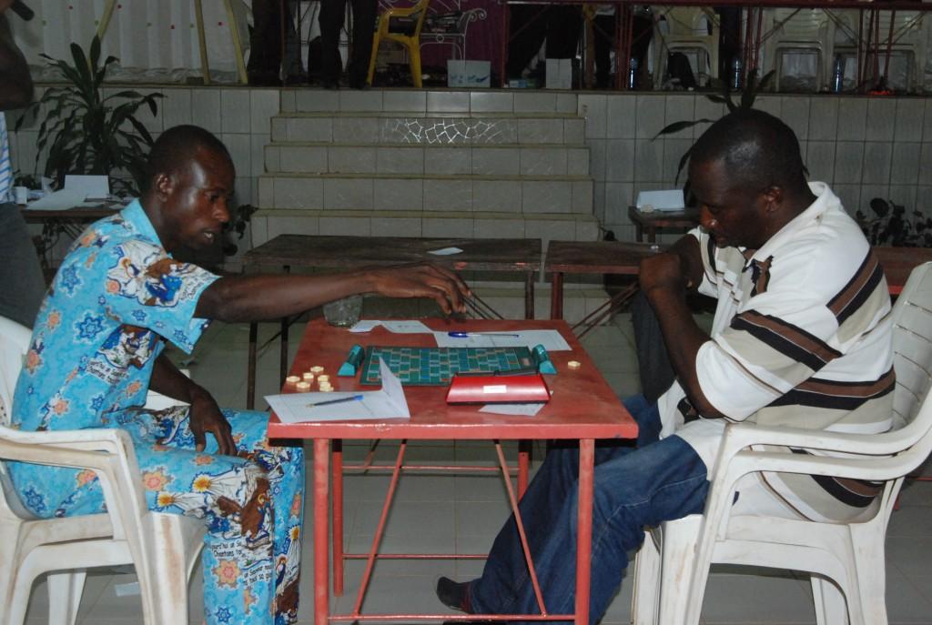 Il a fallu recourir à un troisième jeu pour départager Mahamadi Sawadogo (gauche) et Franck Simporé (droite) le vainqueur.