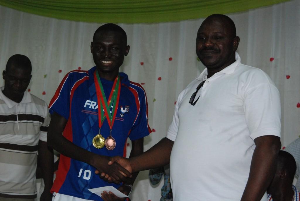 Athanase Tapsoba est le champion au défi a remporté une médaille dans chaque compétition