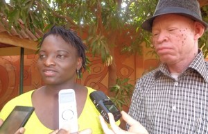 Kayiré Sylvie Toé dit Féenose, présidente de l'association SIMA à gauche.