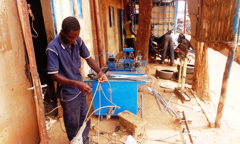 Le développeur de feux tricolores solaires installé à Tanghin à Ouagadougou. (©Burkina24)