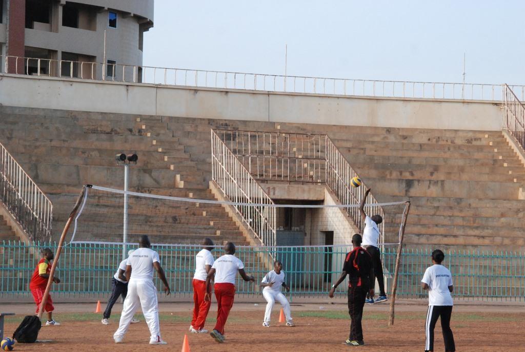 Après l'aérobic, certains se sont adonnés au jeu de volleyball