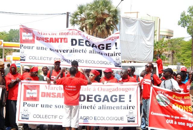 A la Place de la Nation, les slogans sont hostiles