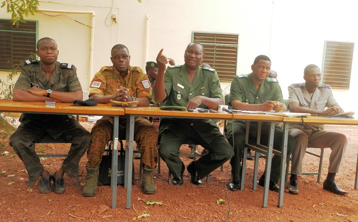 Le colonel Adama Drabo (au milieu) invite les populations à protéger l'environnement