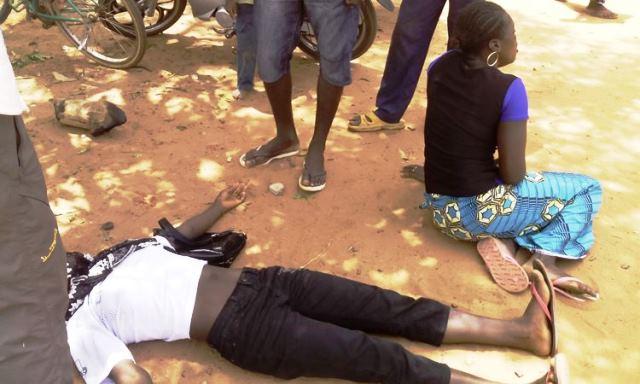 Cette candidate s'est évanouié suite à son échec  © Burkina24