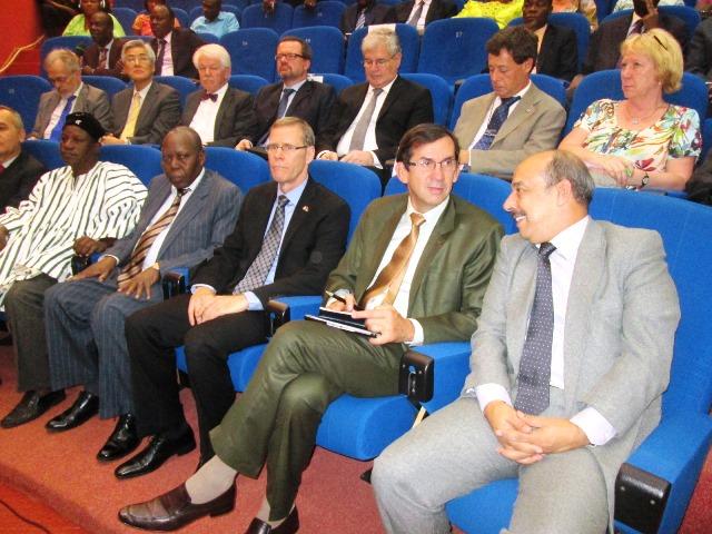 On note la présence du corps diplomatique ce 12 juin 2015 au CNT