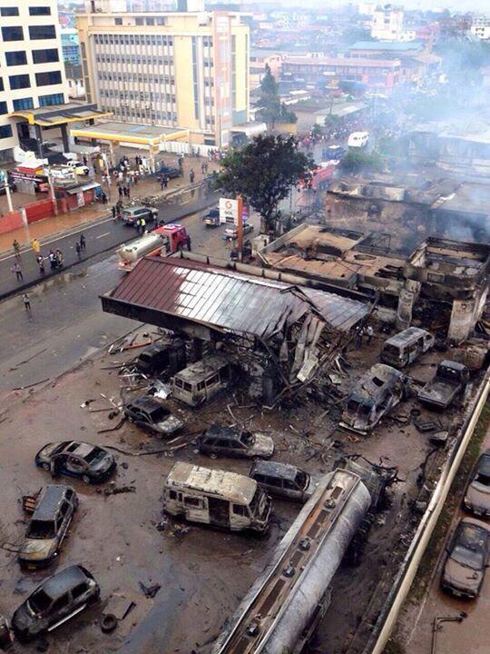 Une vue de la station-service à Nkrumah Circle à Accra, après l'explosion.