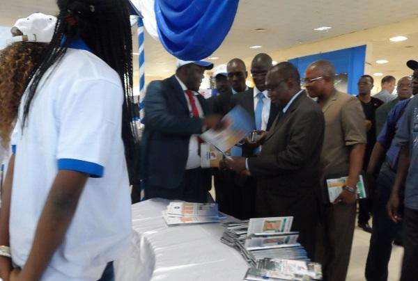 Visite des stand du SICABAT par les officiels, après la cérémonie d'ouverture. ©B24