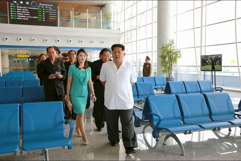 insolite kim jong un ex cute l architecte du nouvel a roport de pyngyang l 39 actualit du. Black Bedroom Furniture Sets. Home Design Ideas