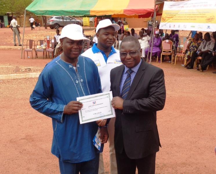 Des personnes et institutions ont reçu des attestations de reconnaissance.