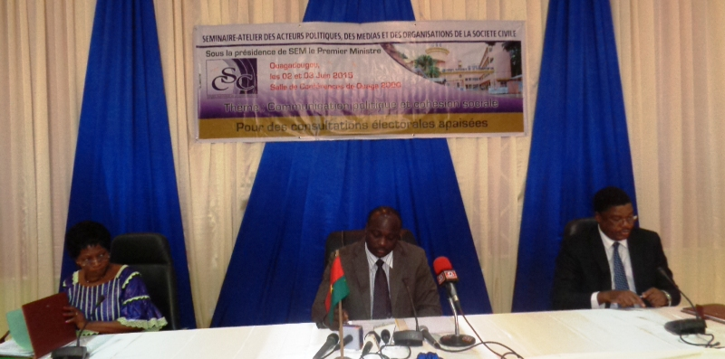 Le présidium lors de la cérémonie d'ouverture du séminaire-atelier organisé par le CSC.