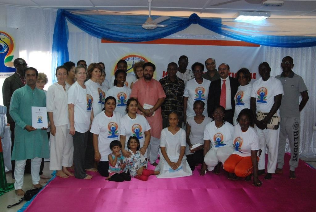 C'est en famille que les Yogis et le ministre de la culture du Burkina Jean-Claude Dioma se sont donnés rendez-vous pour une autre séance