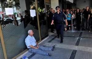 Cette image de grec en pleur qui a fait le tour du monde.