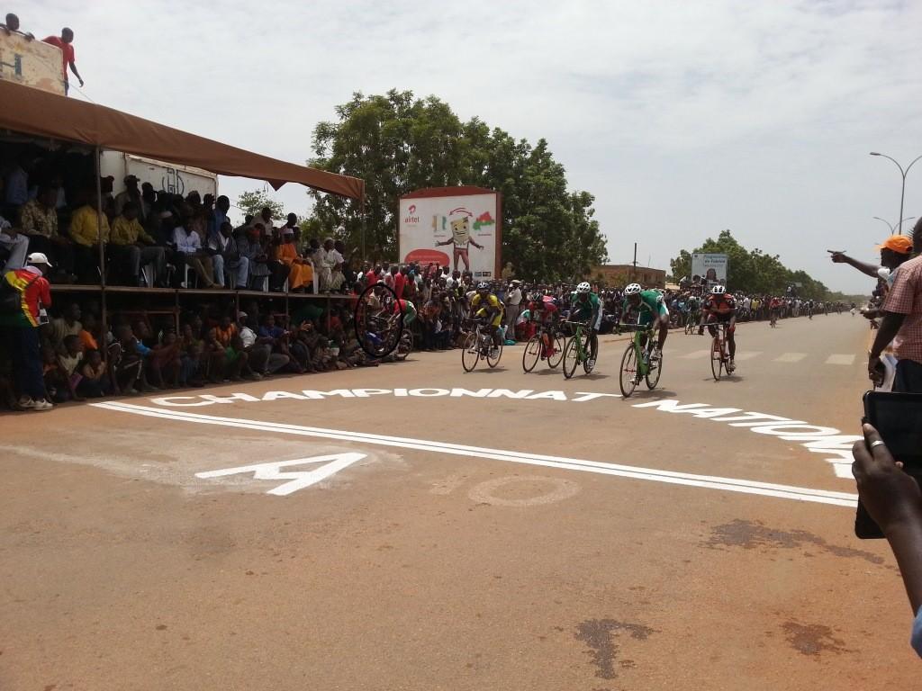 L'arrivée du championnat national de cyclisme a été marquée par la chute du champion sortant Salfo Bikienga
