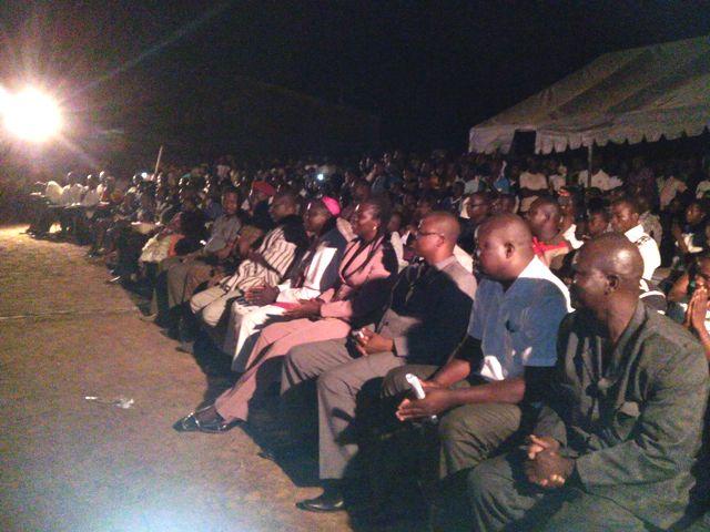 Les artistes ont émerveillé le public, qui est resté attentif jusqu'aux environs de minuit