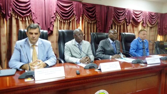 De gauche à droite Thierry Barbé, Sibiri Sanou et Traoré Aboubacar le coordonnateur du PADSP