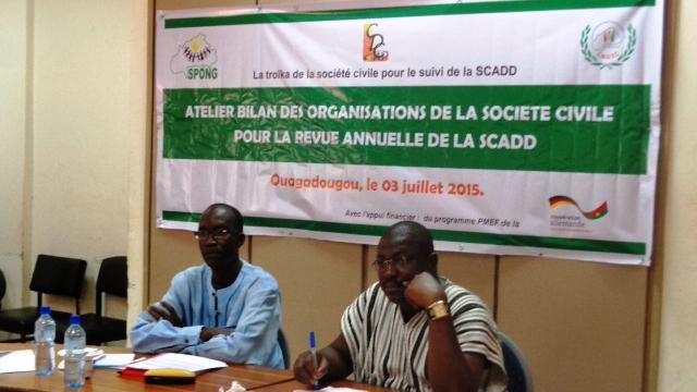 Pour le coordonnateur du SPONG, Sylvestr Tiemtoré (à droite), la stratégie de la société civile s'adaptera au changement du contexte
