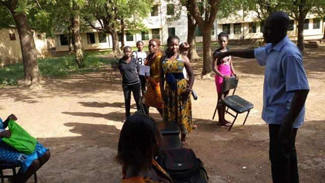 """Le """"maestro"""" faisant la répartition des tâches © Burkina24"""