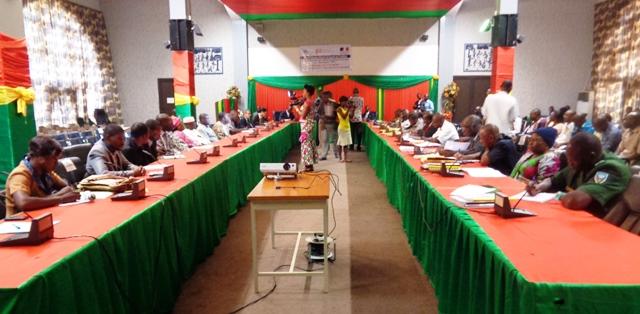 Les participants à la session du Conseil des fonrières