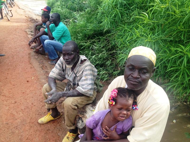 Maïga Mamadou (bonnet blanc) dit avoir peur de cette saison pluvieuse © Burkina24