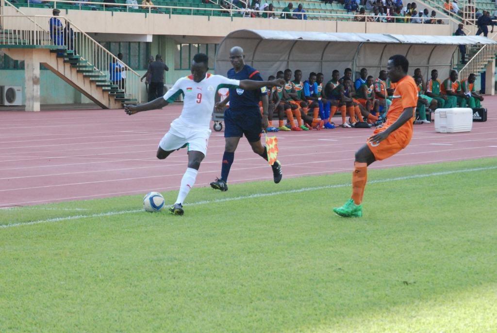 Omar Kaboré (blanc) et ses coéquipiers doivent être meilleurs lors des prochains matchs s'ils veulent se qualifier pour le CHAN 2016