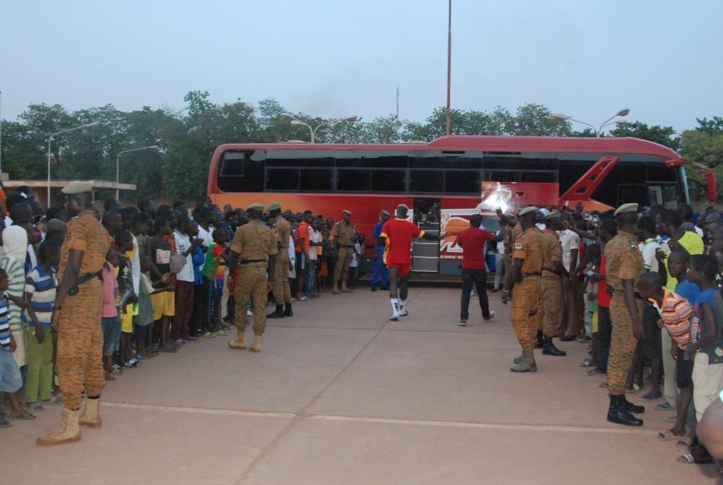 Le bus d'une compagnie de transport local est mieux adapté que le supposé luxueux car acheté par la FBF