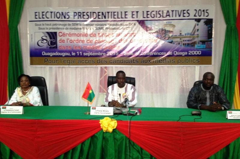 Le présidium lors du tirage au sort l'ordre de passage des candidats dans les médias publics organisé par le Conseil supérieur de la communication.