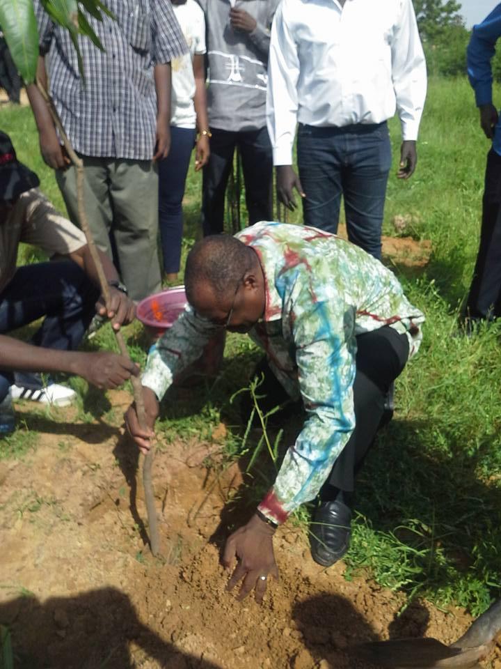 Pour la paix, Ablassé Ouédraogo a posé un genou à terre © Alassane Kaboré