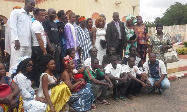 Photo de famille avec le Mogho Naba après la visite