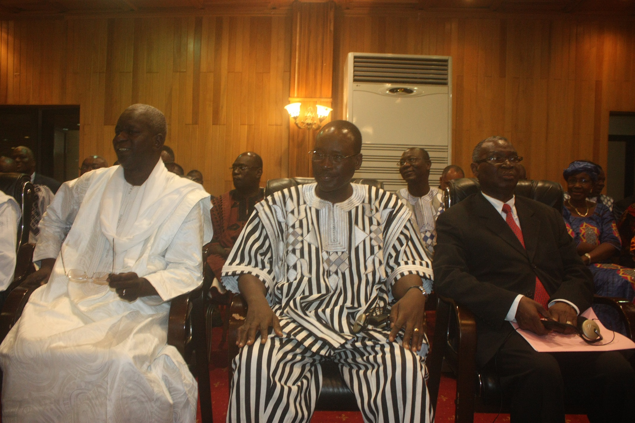 Cheriff Sy, le Premier ministre Isaac Zida et l'ancien président Jean-Baptiste Ouédraogo © Fasozine