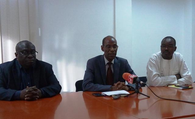 Amadou Hama Maïga (centre) répondant aux questions de la presse. ©Burkina24