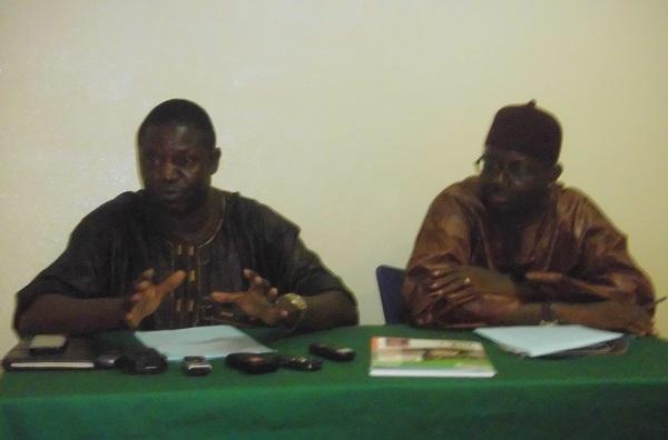 Le Président de la Ligue du centre de football Bawabadégna Soura (gauche) rassure que la compétition va se tenir malgré l'absence de moyens financiers