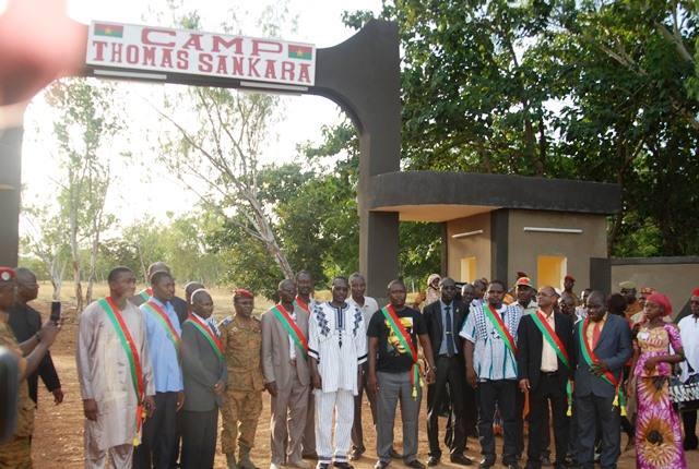 Le Premier ministre, la hiérarchie militaire et des membres du Conseil national de la transition lors du baptême © Burkina24
