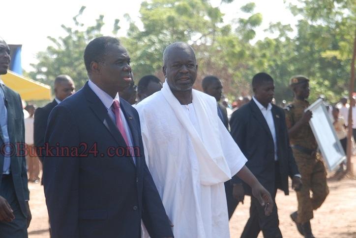 Le président du Faso Michel Kafando et le président du CNT Cherrif Sy le 29 octobre 2015 au camp militaire Général Baba Sy © Burkina24