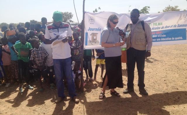 La Chargée des programmes de l'ONG américaine CRS, Carey Mc Intosh, prononçant son allocution.