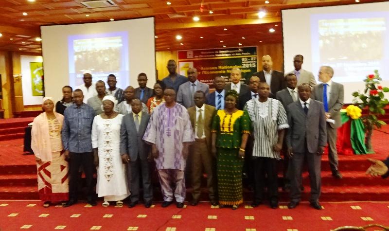 La photo de famille lors de l'ouverture des premières assises nationales sur l'économie numérique au Burkina.