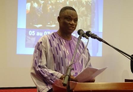 Le ministre de l'administration territoriale et de la décentralisation, Youssouf Ouattara, représentant le premier ministre, Yacouba I. Zida