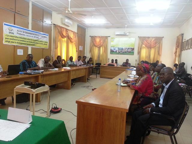 Les participants lors du lancement officiel du projet.