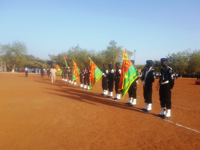 Les étendards des différentes unités de la Police Nationale au début de la cérémonie.