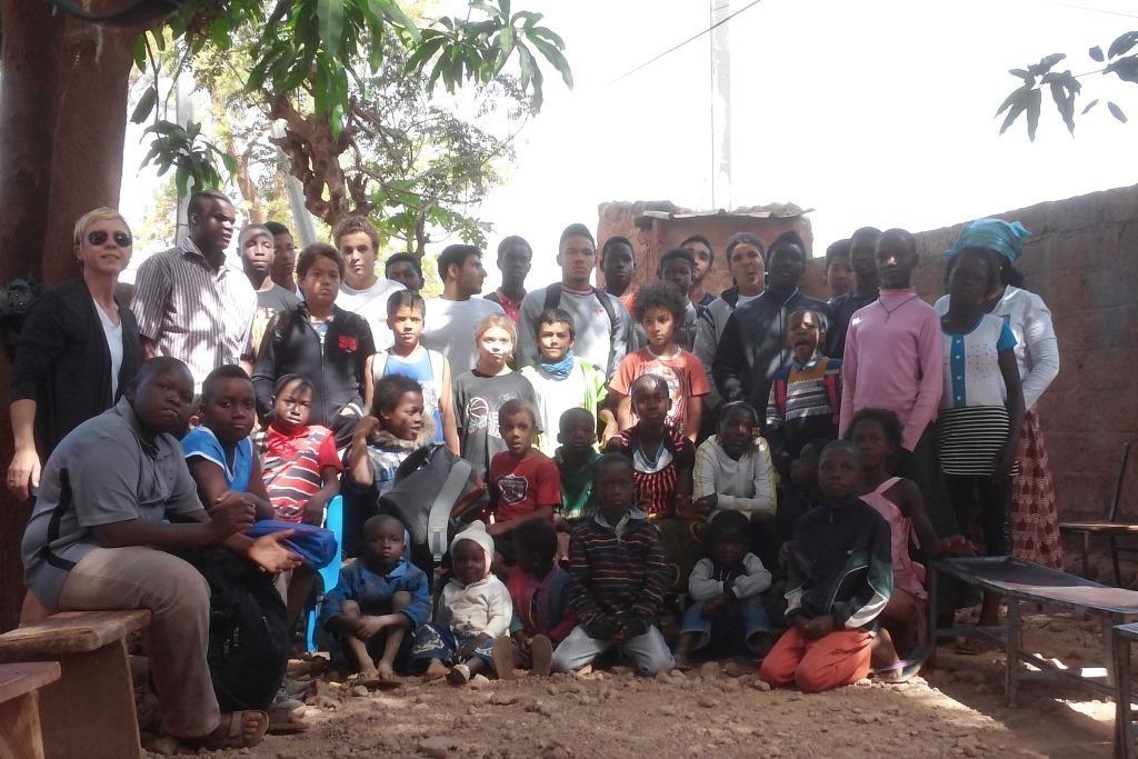 Essoh Pélagie Bado et ses enfants ont fêté Noël grâce aux joueurs de l'AS Makadam