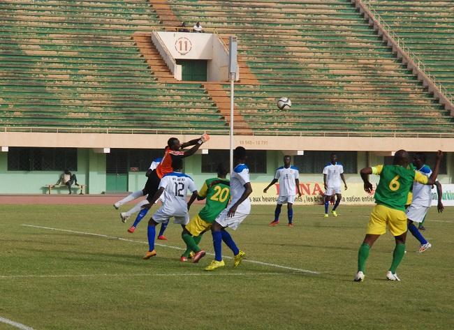 L'AJEB (blanc) bien que mené a su revenir au score contre l'ASFA Yennenga