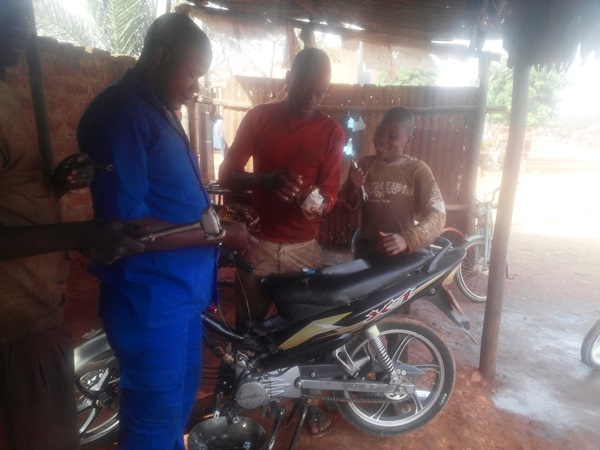 Balla (en bleu) demande au Président de voir le problème de parcelle à Bobo-Dioulasso