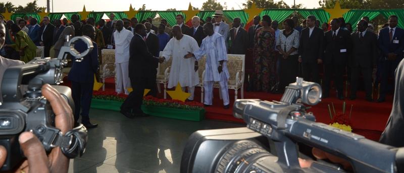 La cérémonie de décoration était placée sous la Présidence de Michel Kafando, Chef de l'Etat et Grand Maître des Ordres du Burkina.