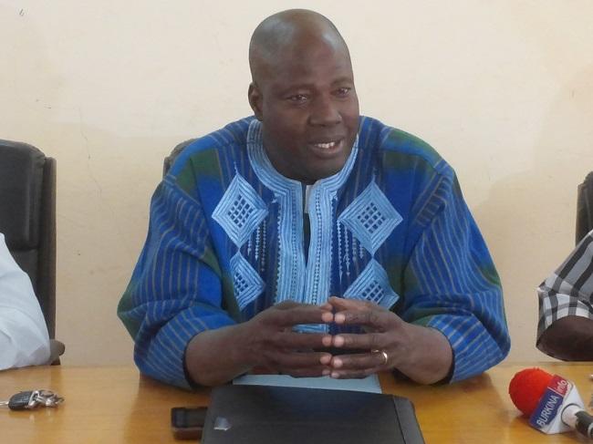 Issaka Congo, secrétaire général par intérim du ministère des sports a convaincu l'assistance que le vote de confiance devait être annulé